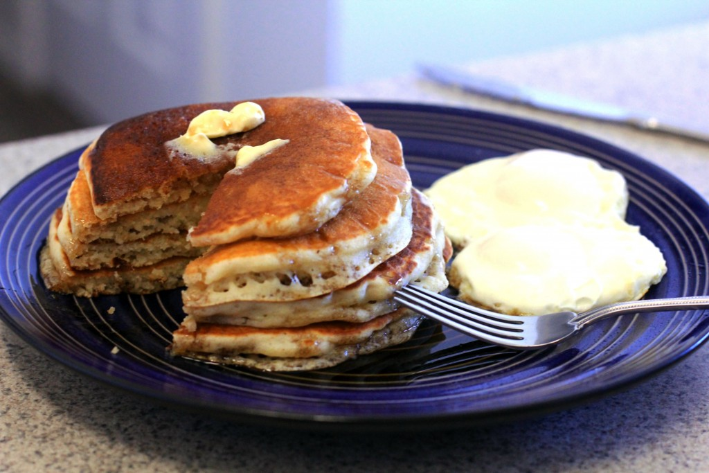 Fluffy Fluffy Pancakes with homemade Vanilla Rum Syrup