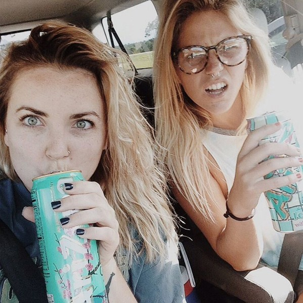 two girls selfie friends elise_crigar