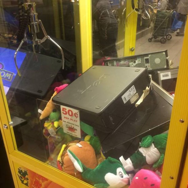dell in claw machine game